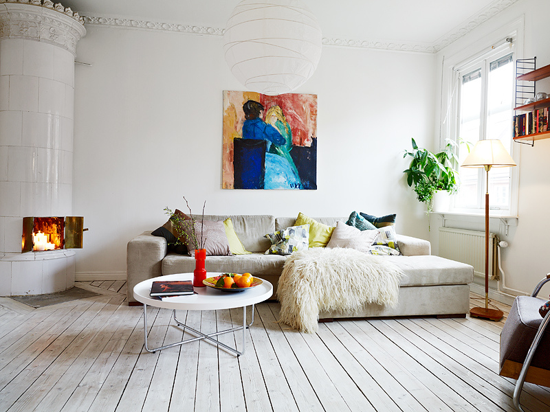 levels-of-warmth-in-living-room-white-wall